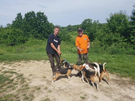 Lardière Guy d'Artas (38), gagnant du concours 2017, et M. Cosma Anthony, Meute de beagles